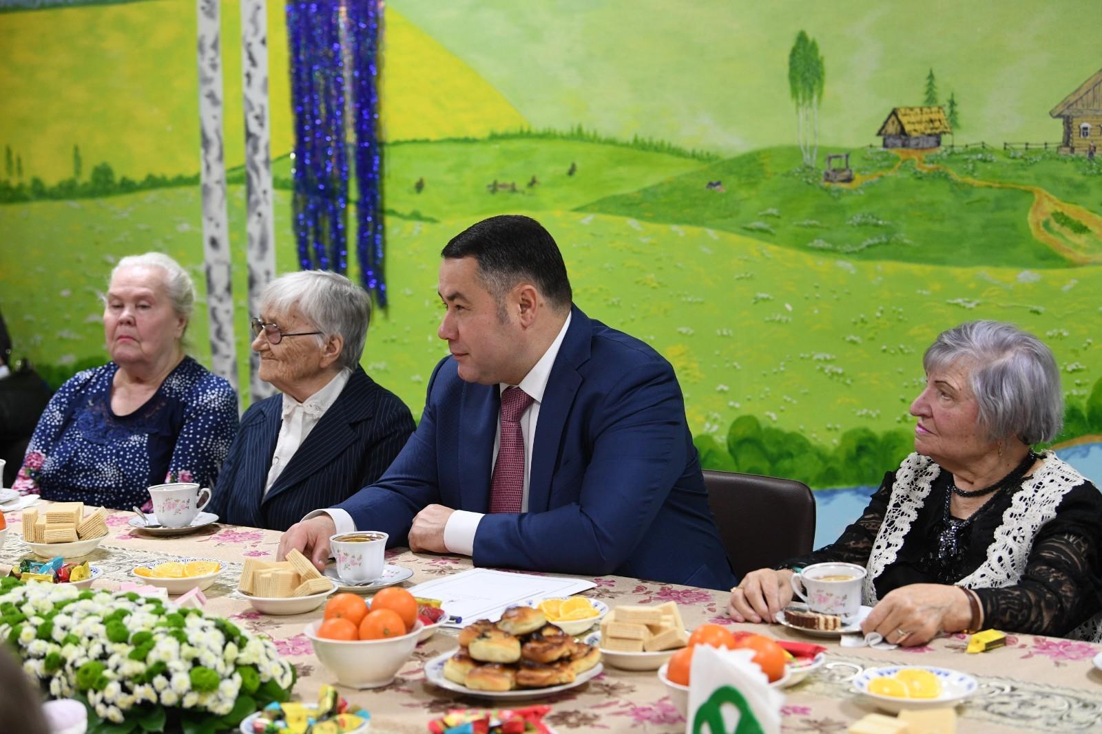 Игорь Руденя поздравил с наступающими праздниками пенсионеров Тверского геронтологического центра