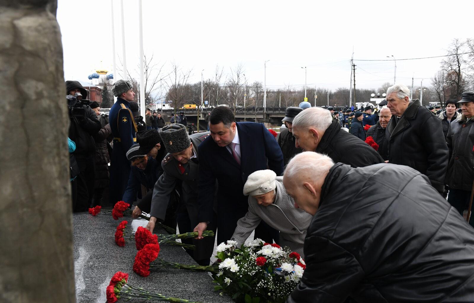 У обелиска Победы в Твери отметили 78-ю годовщину со дня освобождения Калинина