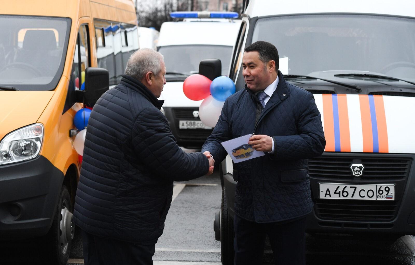 Новые школьные автобусы передали в муниципальные образования Тверской области