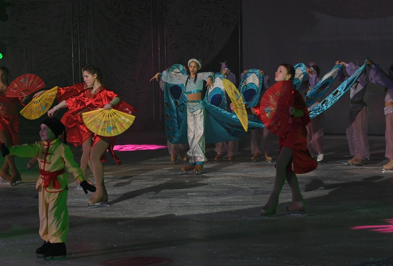 В Твери около 1500 детей посмотрели ледовое шоу Ирины Слуцкой