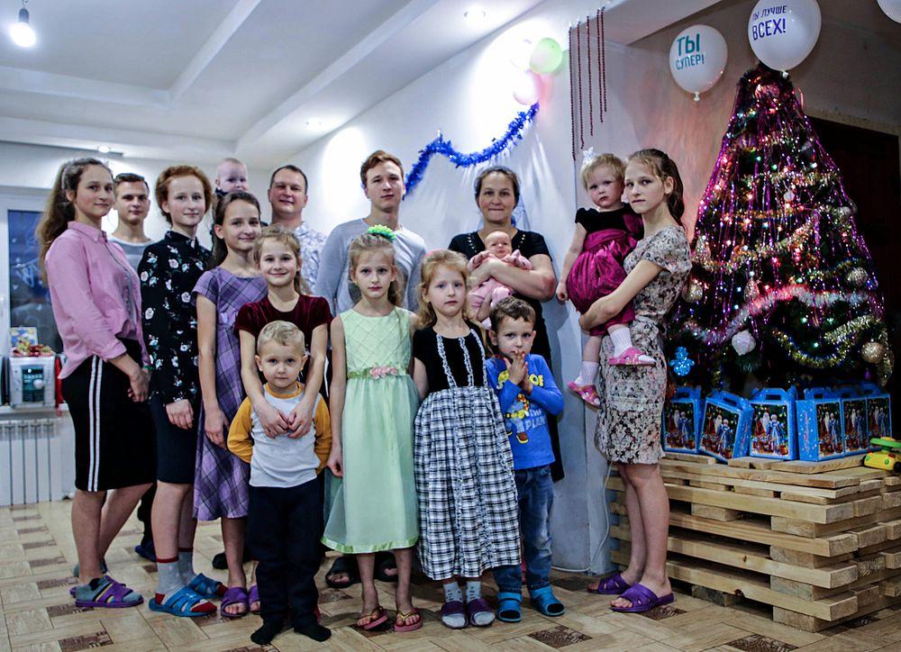 Еще одна многодетная семья получила подарки под елку от РИА «Верхневолжье»