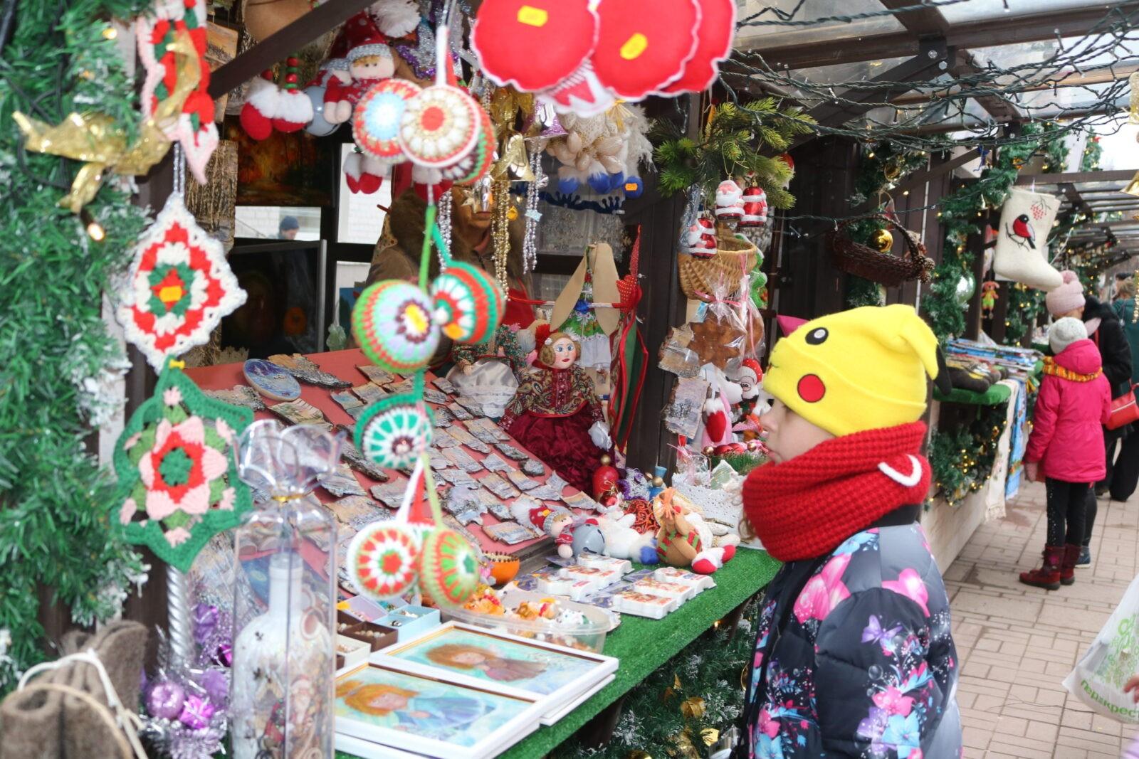 На тверской рождественской ярмарке появился «Добрый шкаф»