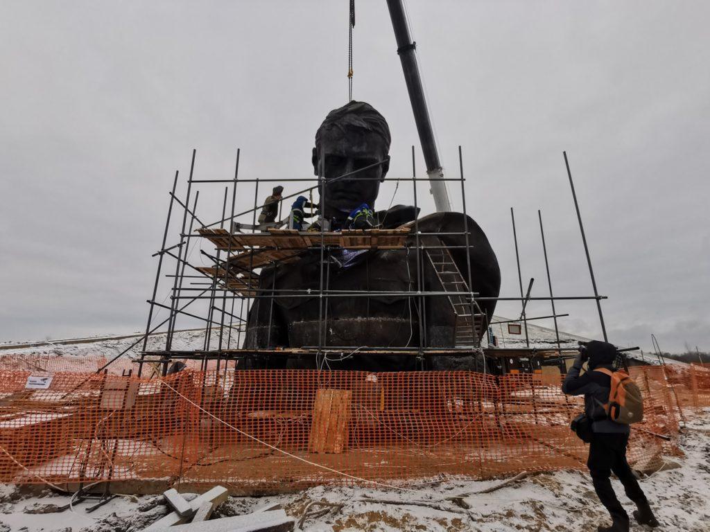 Верхняя часть Ржевского мемориала Советскому солдату полностью смонтирована