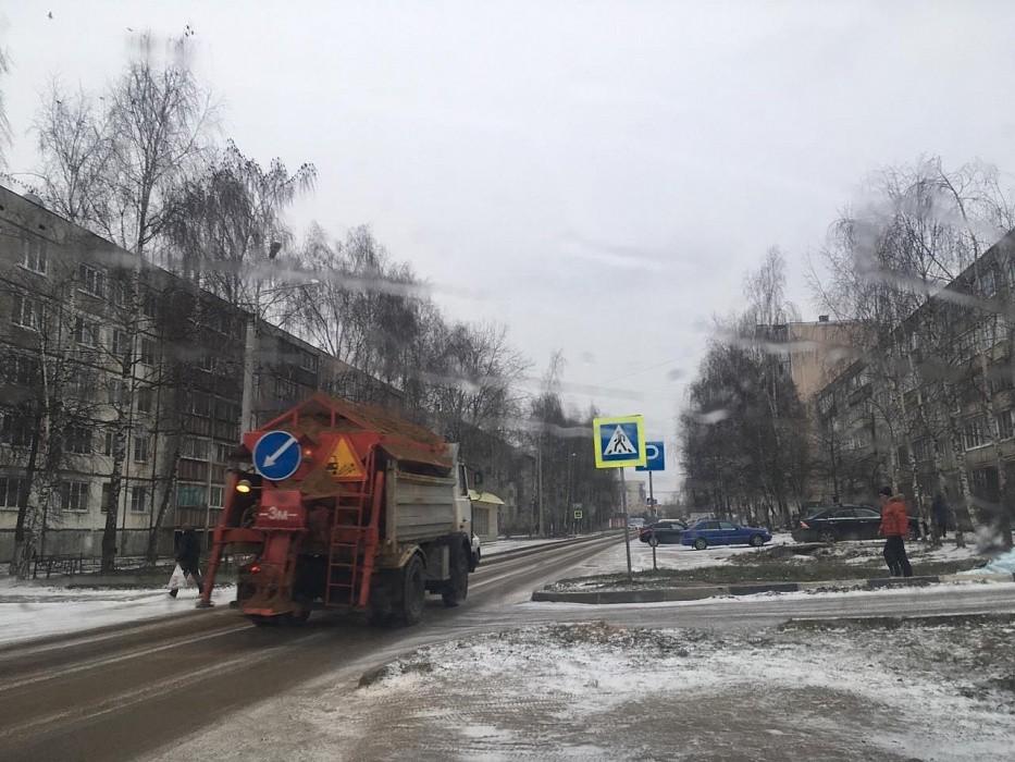 На дороги города Конаково вышла снегоуборочная техника