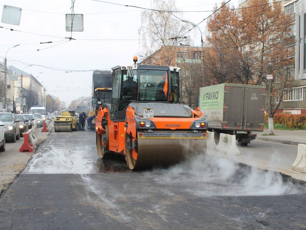 В Твери рассмотрят программу ремонта местных дорог в регионе в 2020-2022 годах