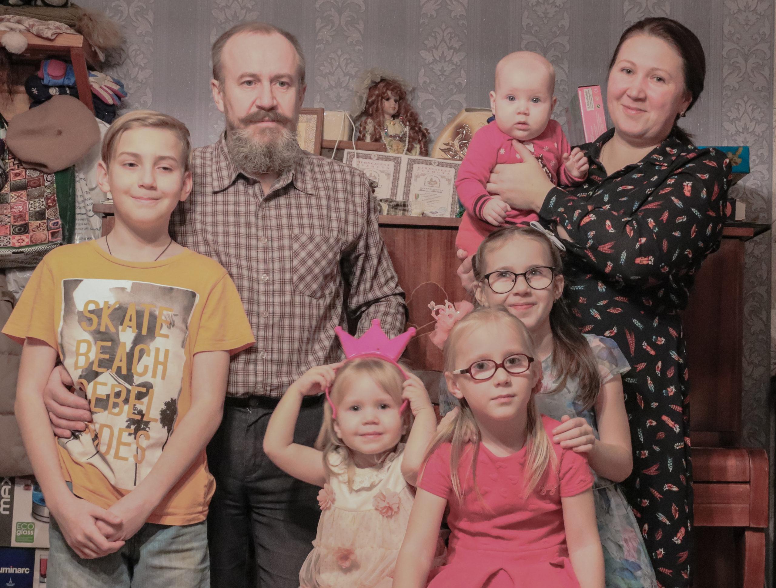 Наталья Байкова: За одного ребенка еще можно отдать в месяц 1500-2000 рублей. А если детей несколько?