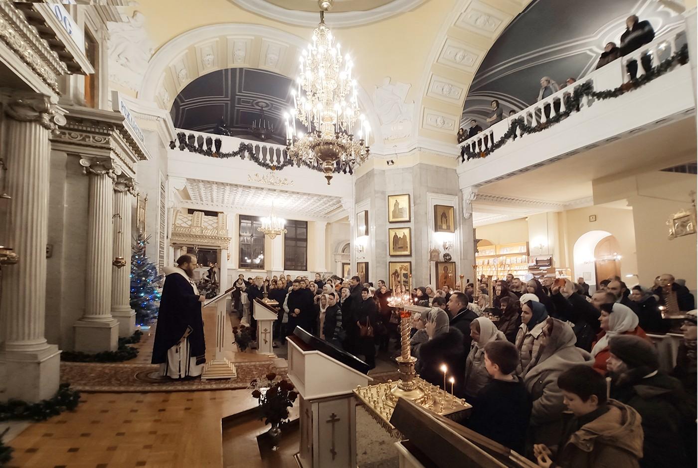 Митрополит Тверской и Кашинский Савва провёл божественную литургию в новогоднюю ночь