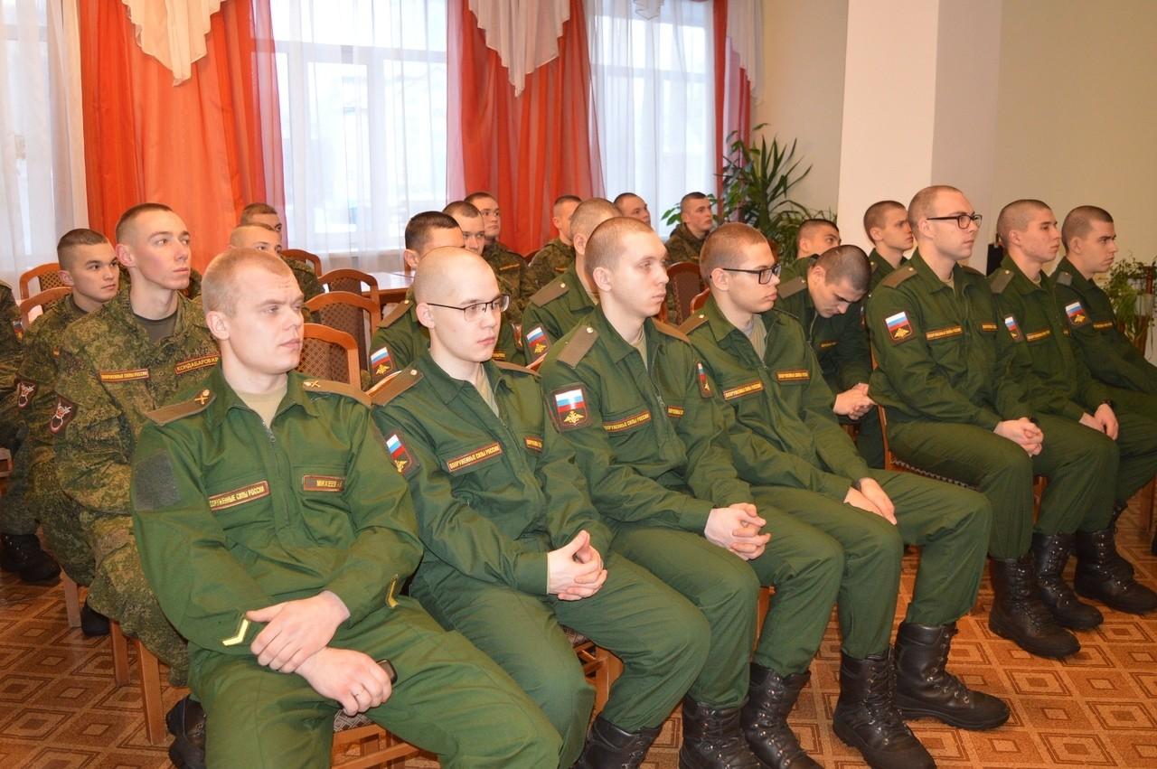 Торопецкие солдаты слушали стихи Есенина