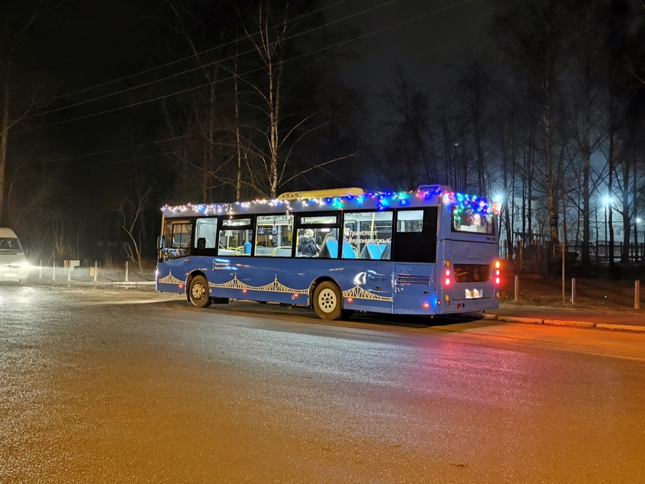 На маршрут №36 в Твери вышел «новогодний автобус»