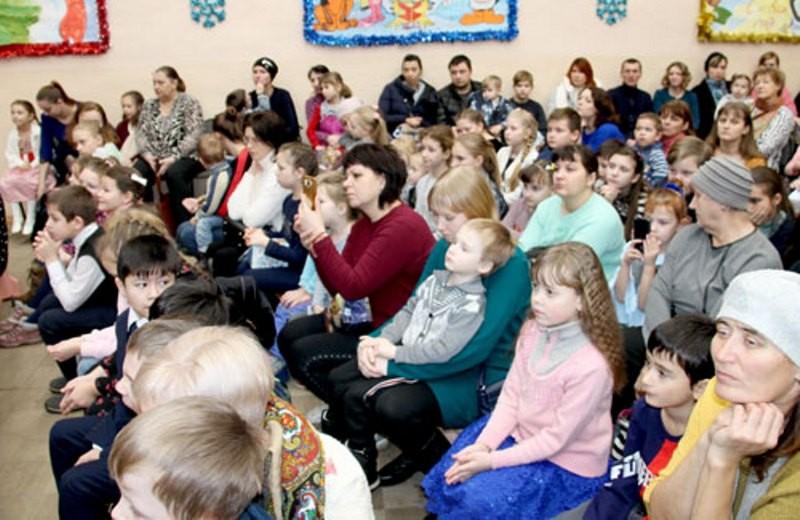 500 детей из многодетных семей Тверской области получили рождественские подарки