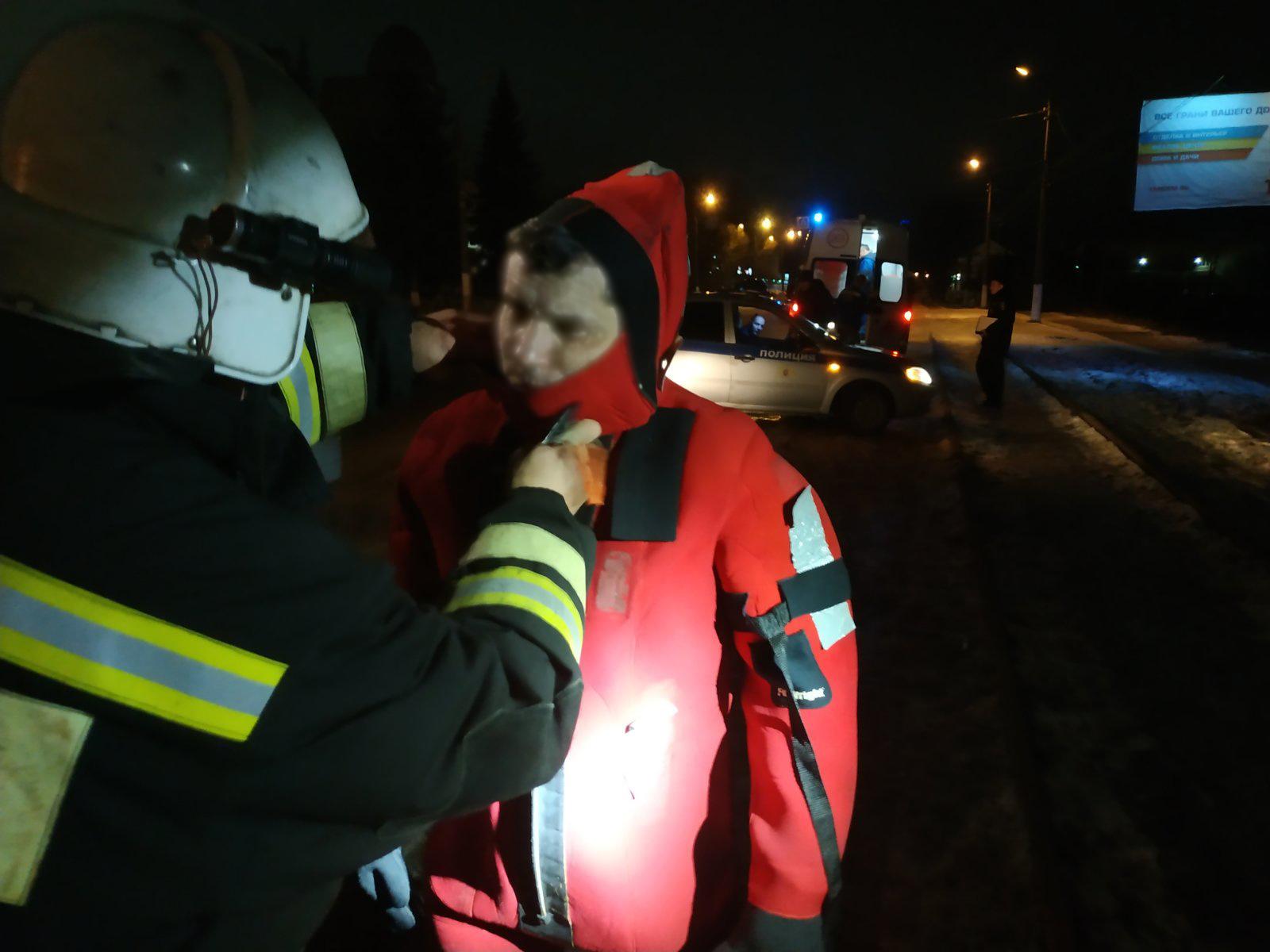 Тонущего мужчину спасли сегодня ночью в Твери