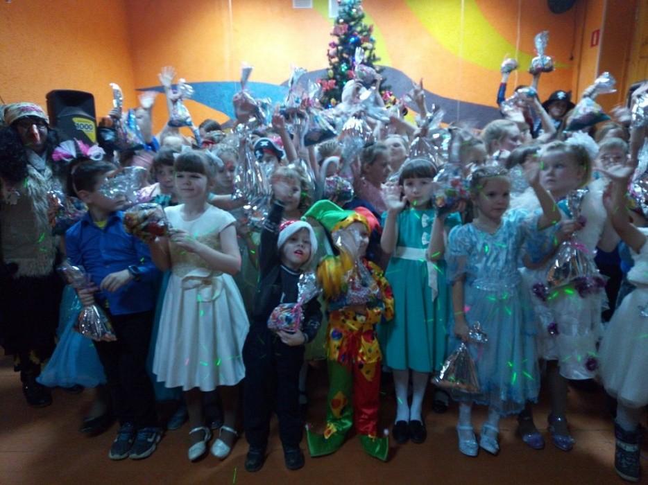В Бологовском районе дети встретили Деда Мороза