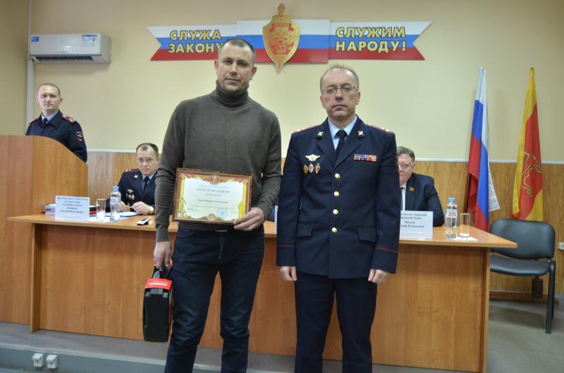 Отважного жителя Твери наградили за помощь в задержании преступника