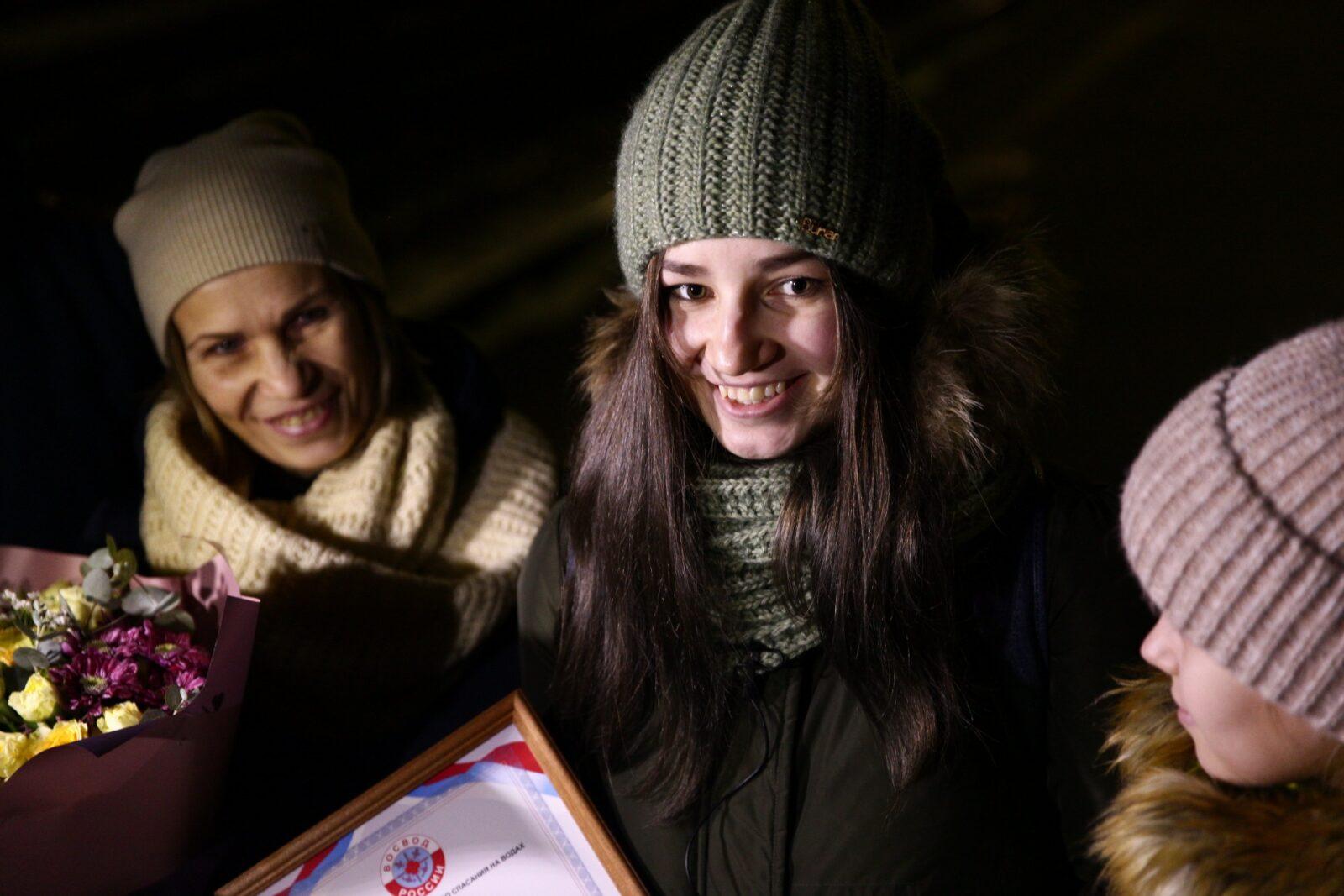 Школьница, спасшая двух детей, вернулась домой в Вышний Волочек  ФОТО