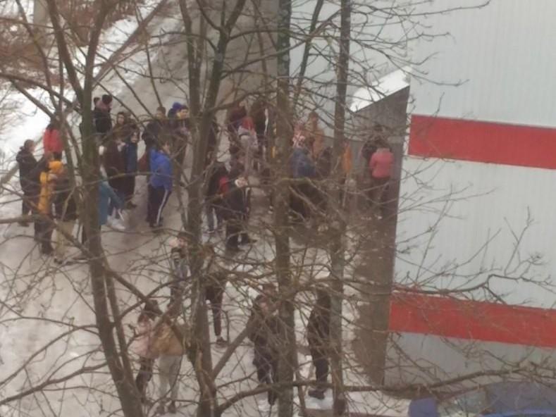 Две девушки подрались за внимание возлюбленного в Тверской области