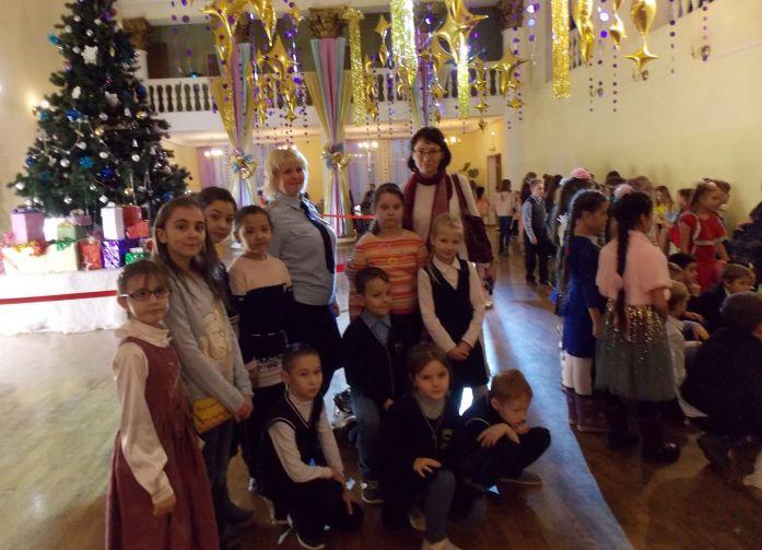 В Твери «Полицейский Дед Мороз» продолжает дарить подарки