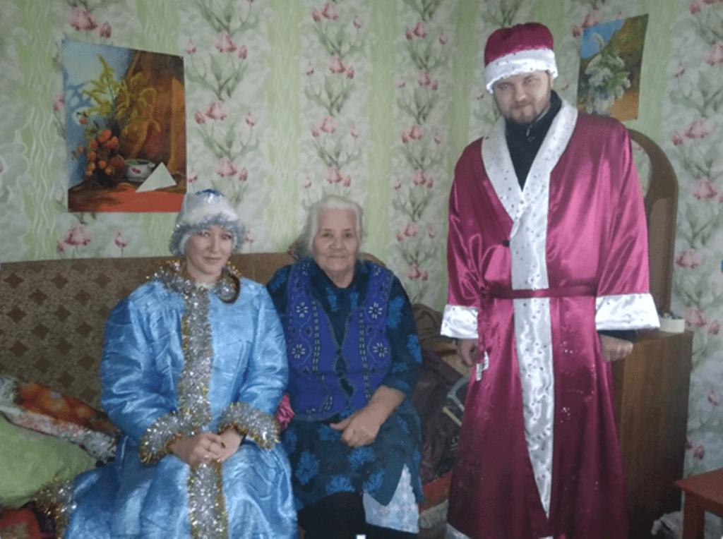 Одинокие пожилые люди Жарковского района получили новогодние подарки