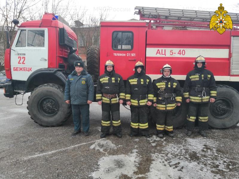 В Тверской области спасатели освободили детей из запертой квартиры