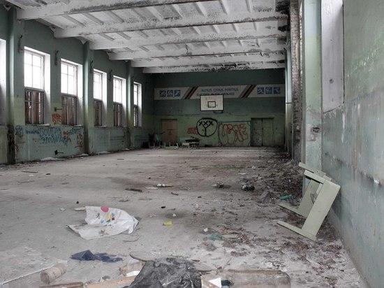 В Твери ограничили доступ в заброшенную школу