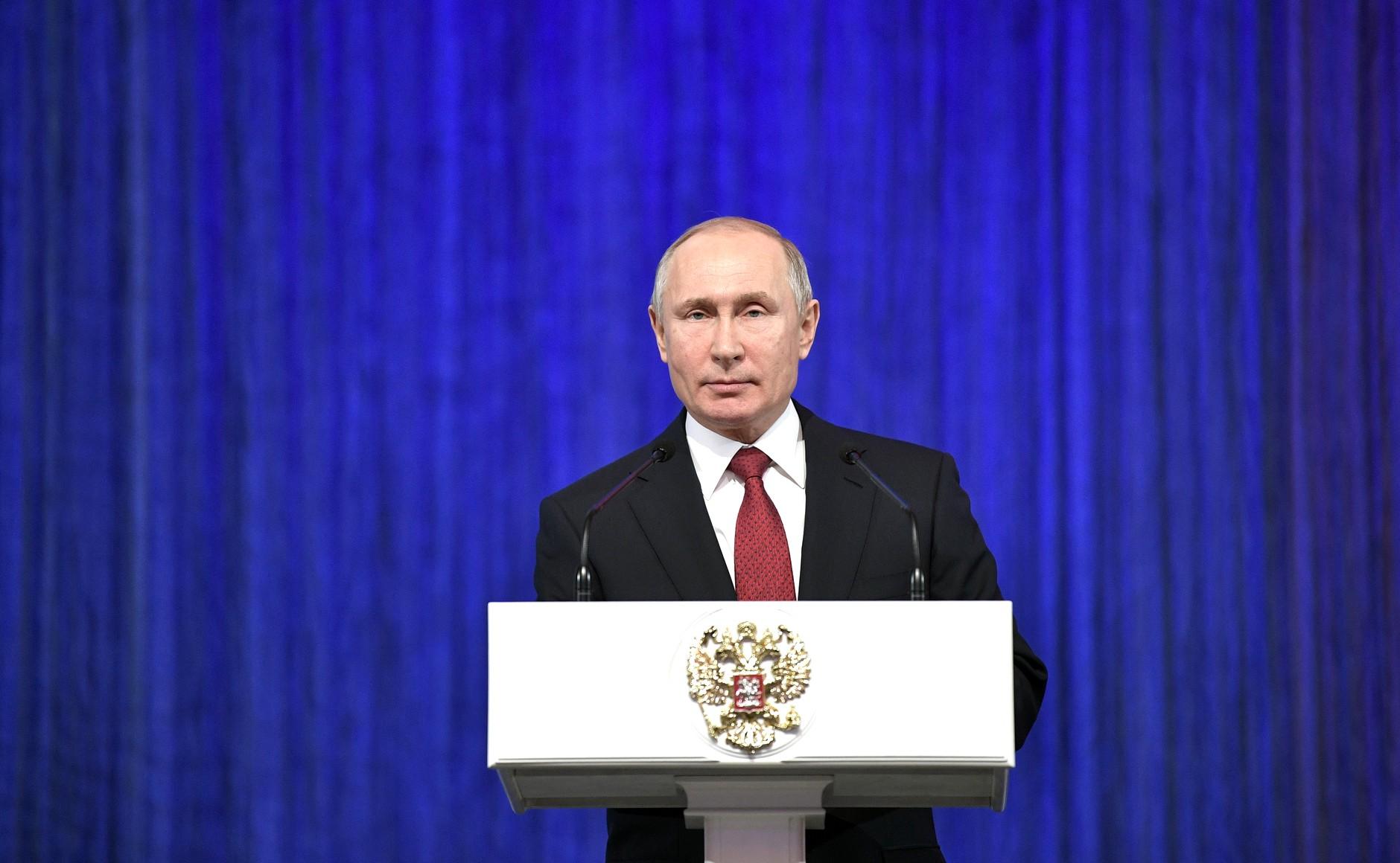 Владимир Путин: классные руководители должны получать специальную доплату за свой труд
