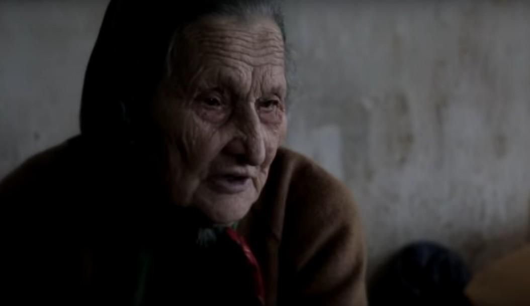Блоггеры  привезли одинокой бабушке из Тверской области бензин, консервы и солнечные батареи