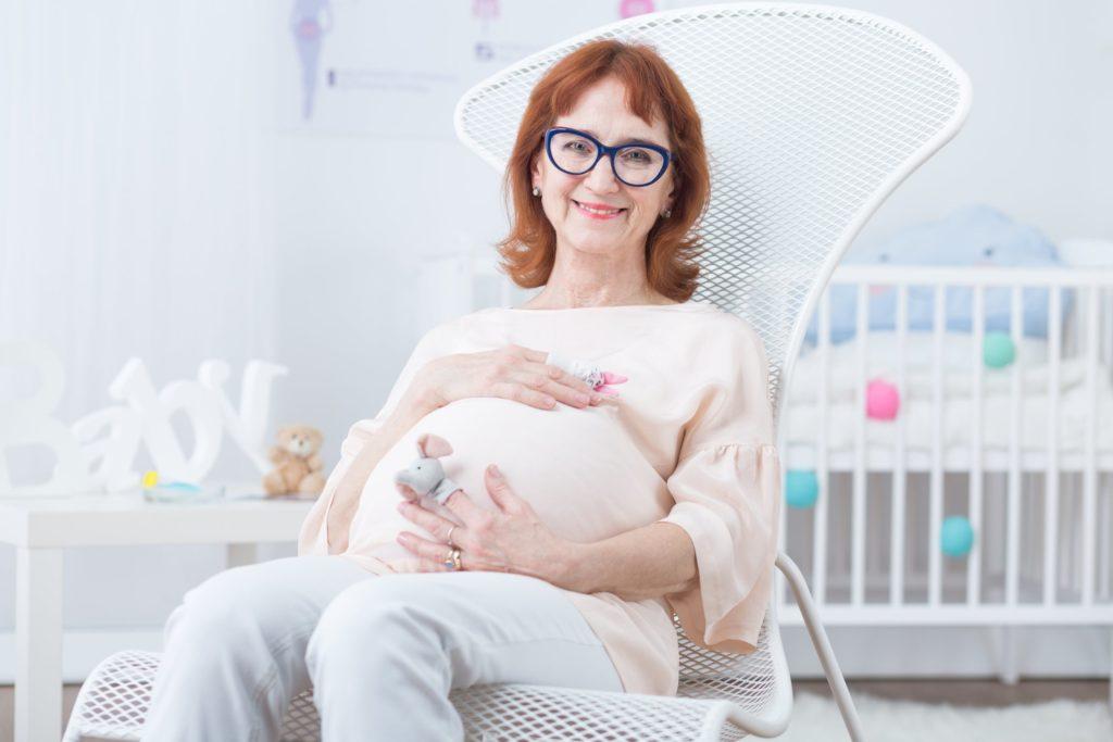 В Твери зарегистрирована женщина, которая родила  после 50