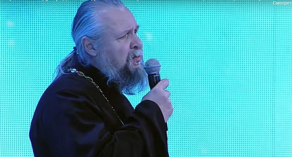 Тверской священник выступил с песней в Кремлевском дворце