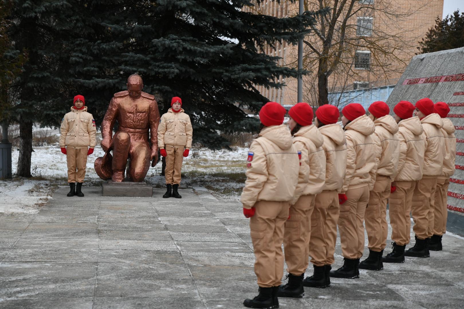 Игорь Руденя в Кимрах возложил цветы к монументу работникам Савеловского завода