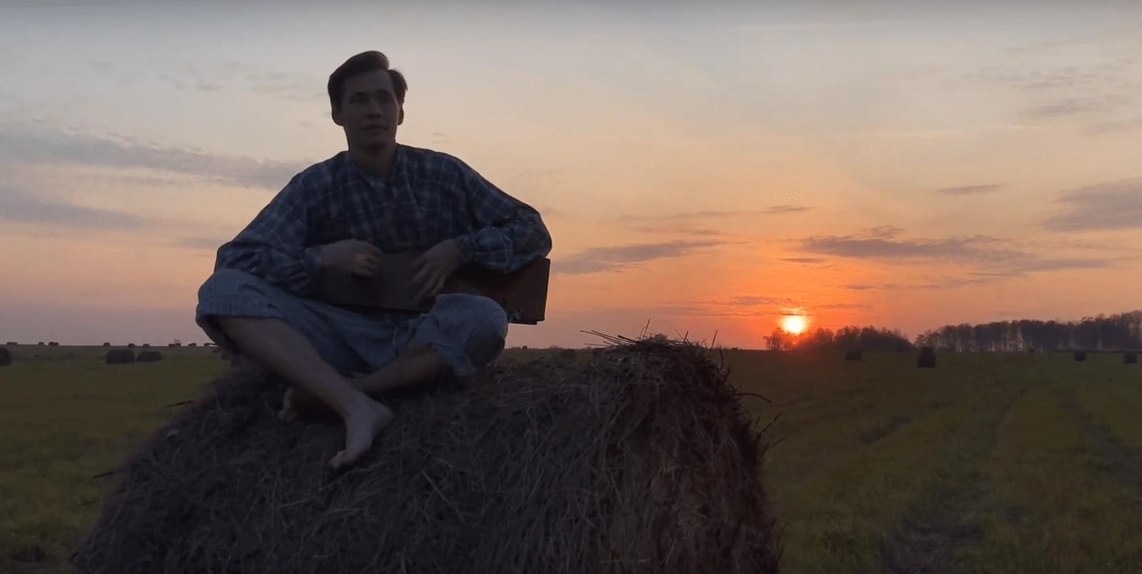 Гусляр из Торжка снял клип с актером Андреем Мерзликиным