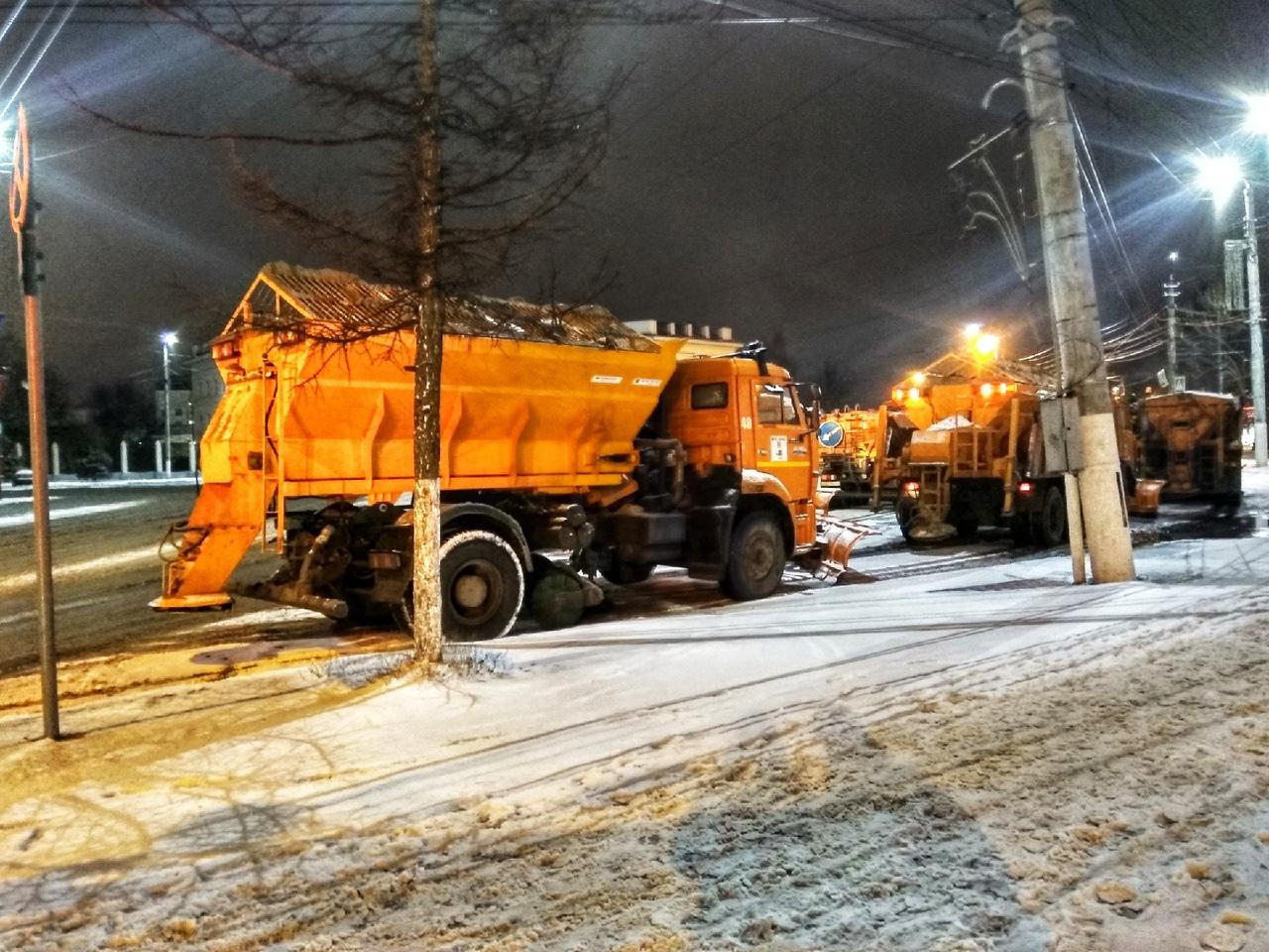 266 единиц техники обеспечивают в Тверской области расчистку региональных дорог