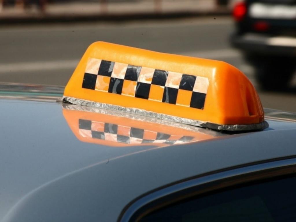 Для обмана жителей Твери мошенники используют таксистов