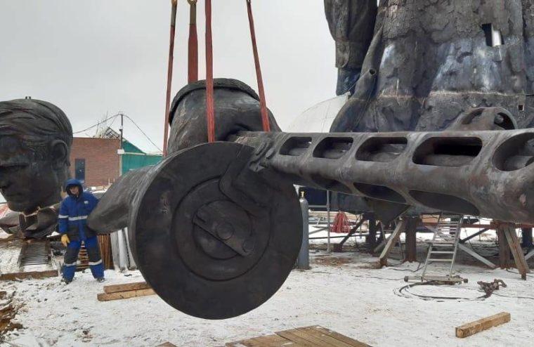В Тверскую область привезли  девятиметровый ППШ для Ржевского мемориала