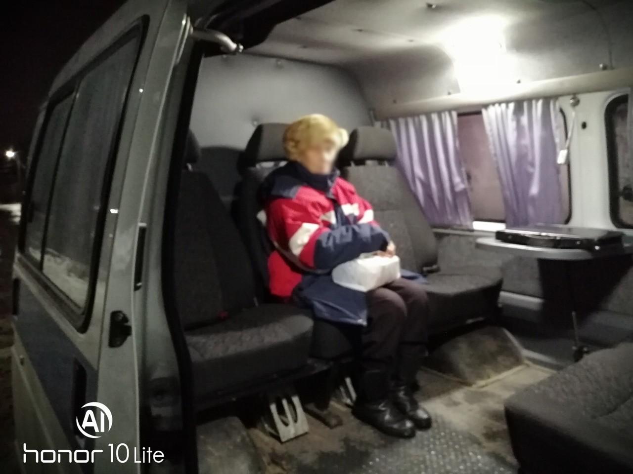 Таксисты и волонтеры совместными усилиями нашли пропавшую бабушку в Тверской области