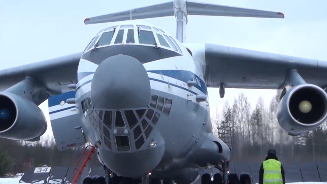 Под Тверью Ил-76 показали полеты в строевых порядках