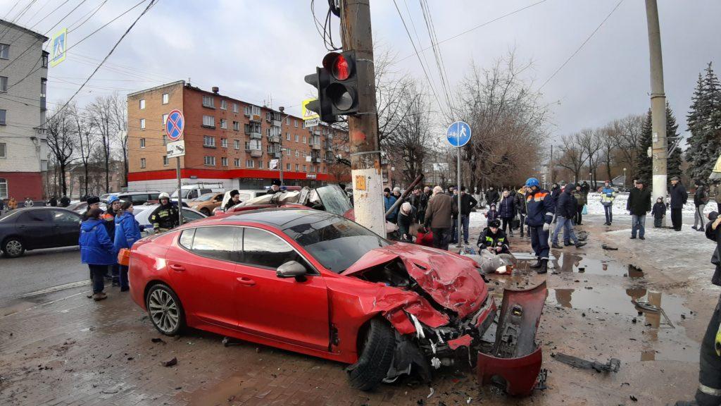 Выживший в аварии на Волоколамском проспекте водитель задержан полицией на 48 часов