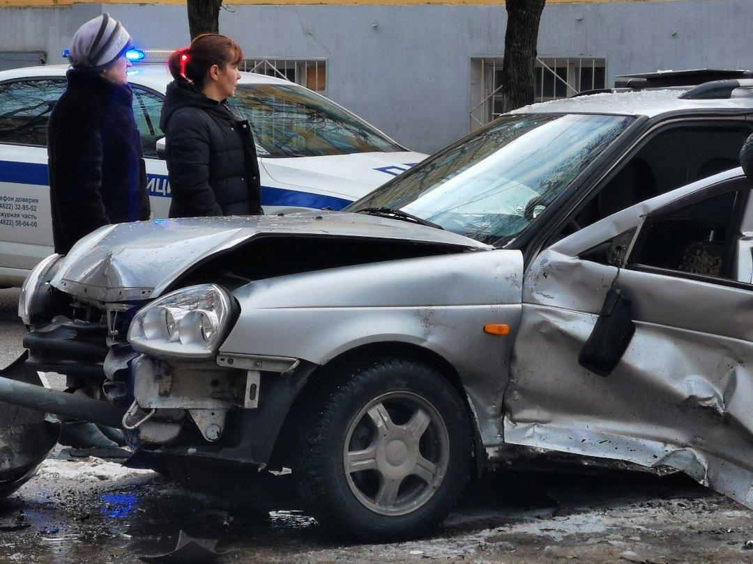 Последствия аварии на улице Бебеля попали на видео