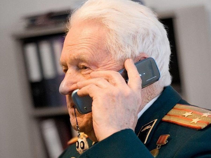 Ветеранам Твери и области подарят мобильные телефоны
