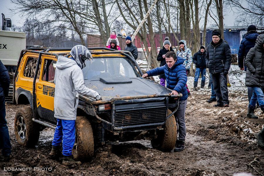 В Твери прошли соревнования по джип-триалу «Лебёдушкино озеро»