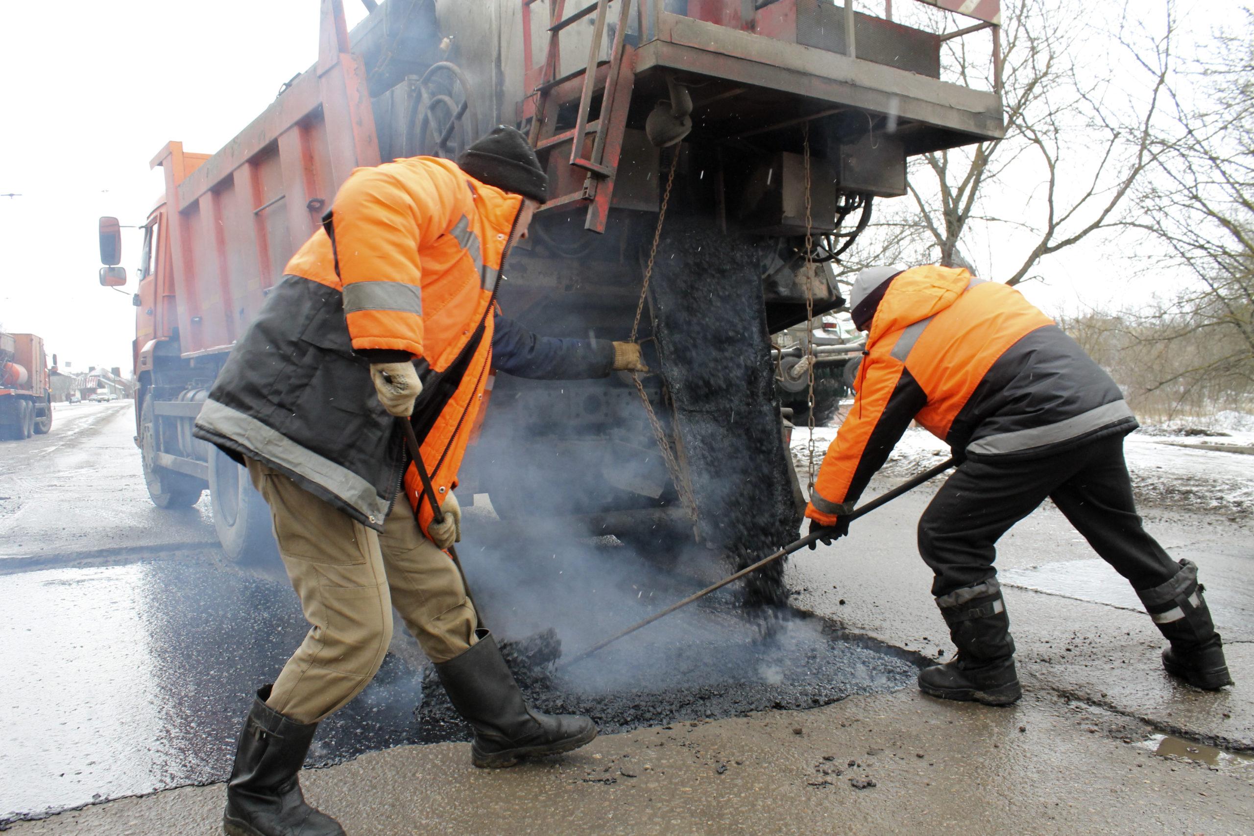 В Твери продолжается устранение повреждений на дорогах