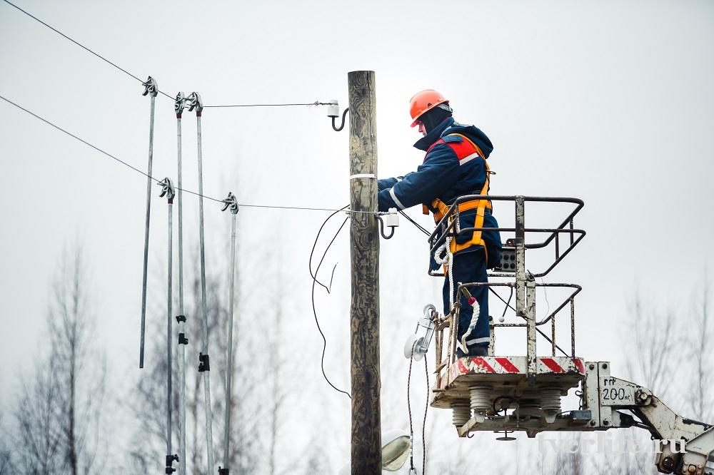 Бригады Тверьэнерго продолжают восстанавливать электроснабжение потребителей, обесточенных в результате непогоды