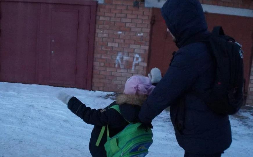 В Тверской области мужчина напал на двух маленьких девочек