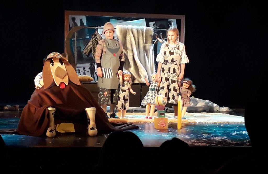В тверском ТЮЗе прошла премьера «Сказки Йозефа Чапека про пёсика и кошечку»