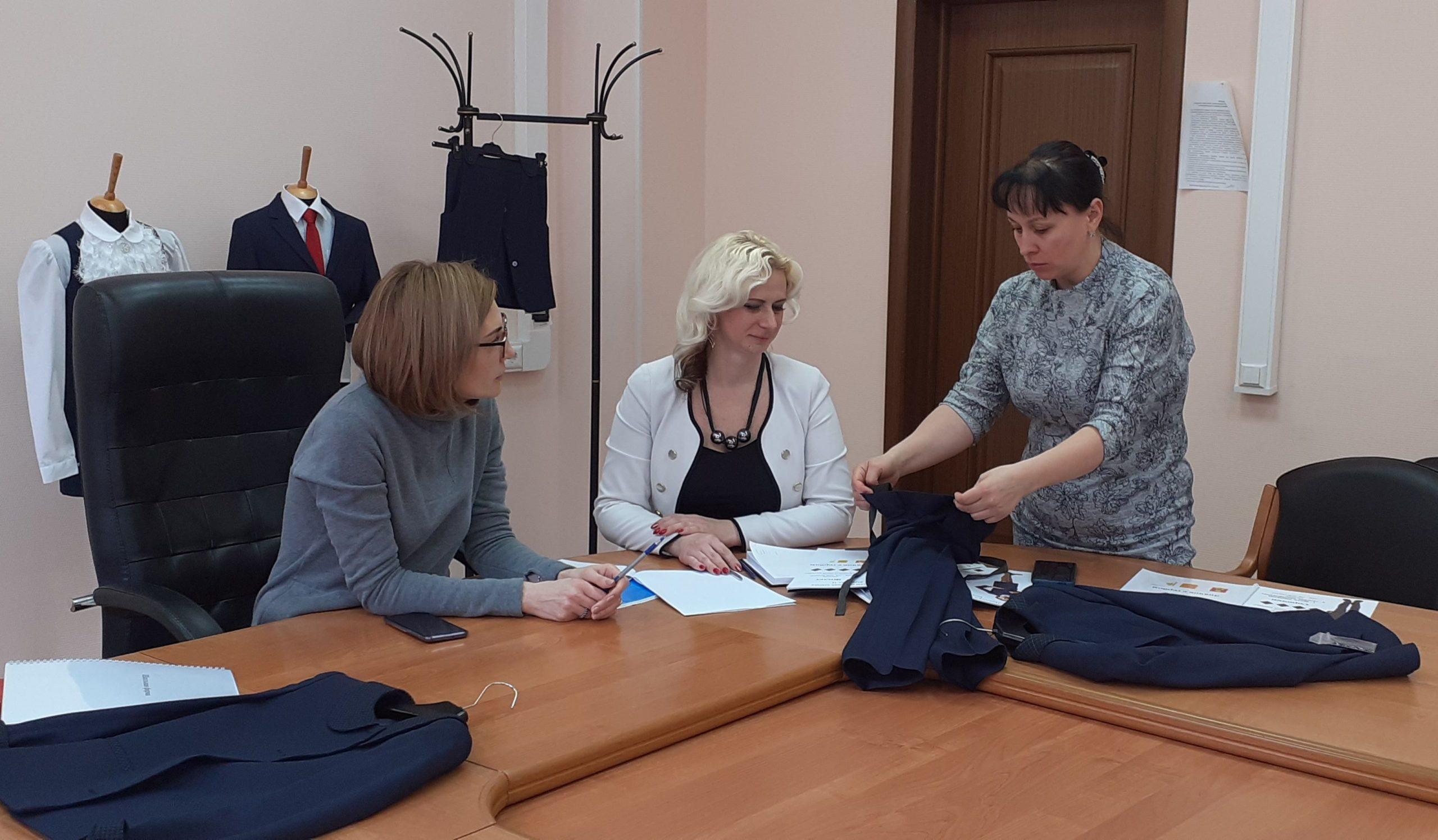 В Тверской области показали образцы бесплатной формы для первоклашек