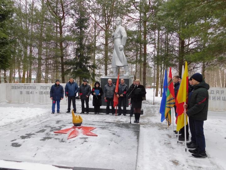 В Тверской области возложили цветы в память об Афганистане