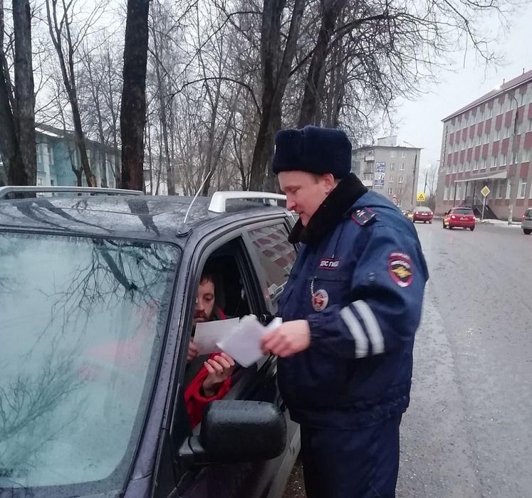 В Тверской области автоинспекторы провели акцию «Автокресло-детям»