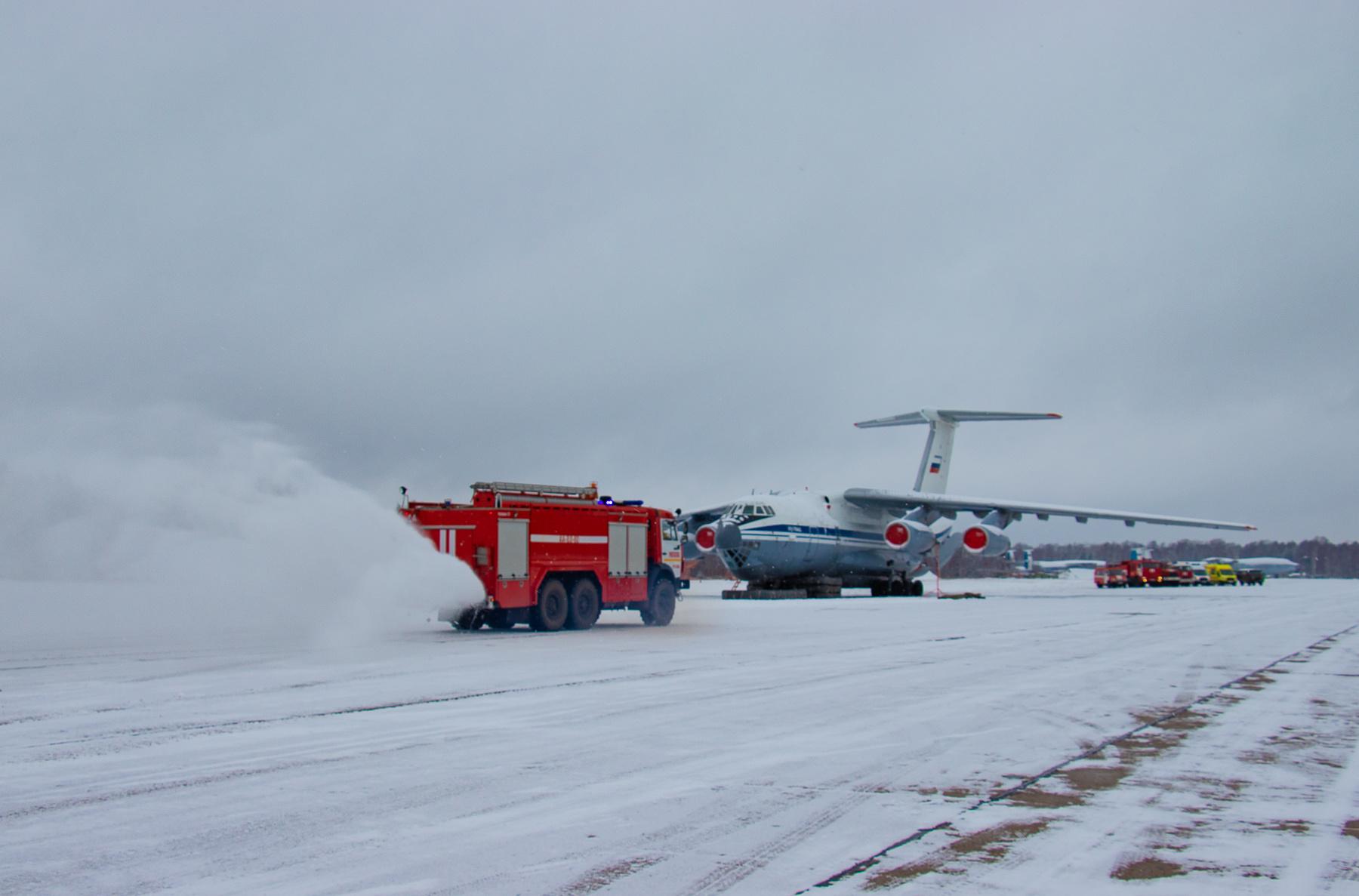 В Твери на аэродроме «Мигалово» пожарные тушили самолет