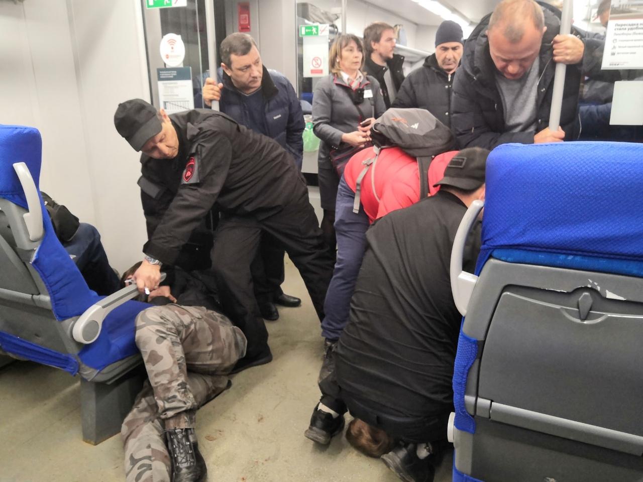 Два пьяных пассажира устроили драку в «Ласточке» в Тверской области
