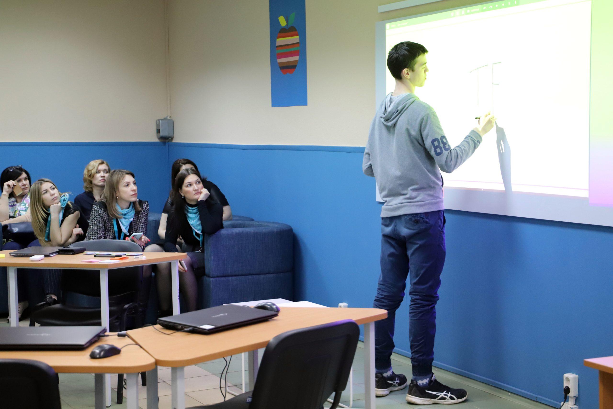 Выпускники и студенты познакомились с возможностями трудоустройства на ведущие предприятия Тверской области