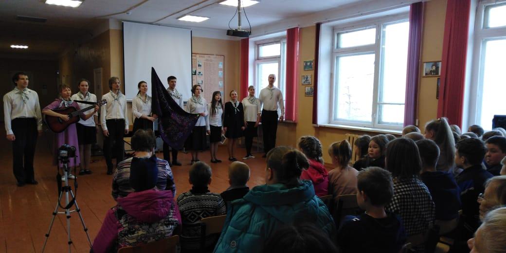 Студенты из МГУ приехали с концертом в Лихославльский район