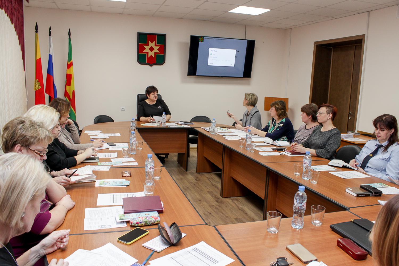 В Лихославльском районе обсудили демографию и диспансеризацию
